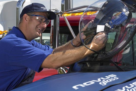 Nous travaillons avec les grandes entreprises de parcs de véhicules pour répondre à leurs besoins en matière d'entretien des vitres.